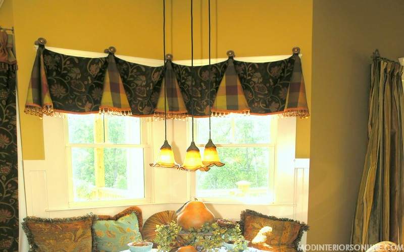 Seating_wood_floral_curtain_toptreament_windowseat_medallion_mirror_green_brown_chocolate_windowtreatment_modinteriorsonline.com