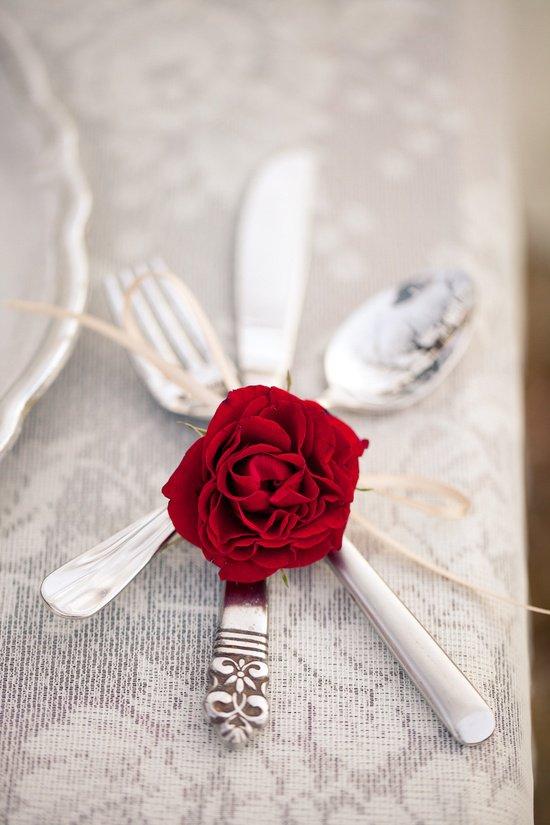 Rosebud utensil setting